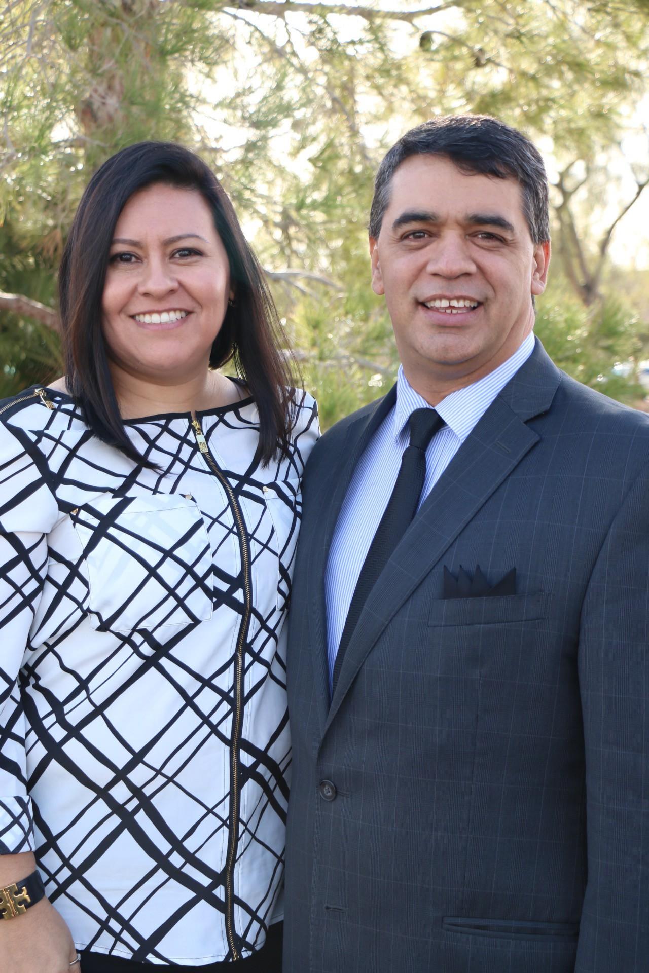 pastores Juan y Rocío Almanza Iglesia CAF